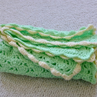 Spring Green Shell Stitch Baby Blanket, 68 x 56 cm