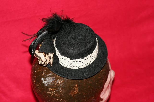 Mini black top hat with leopard print rose and feathers