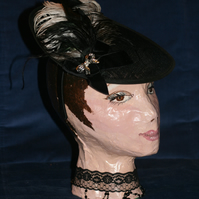 Black disc hat with double bow and feathers