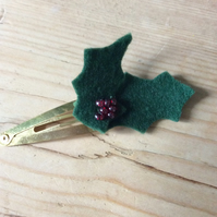 Felt holly hair clip