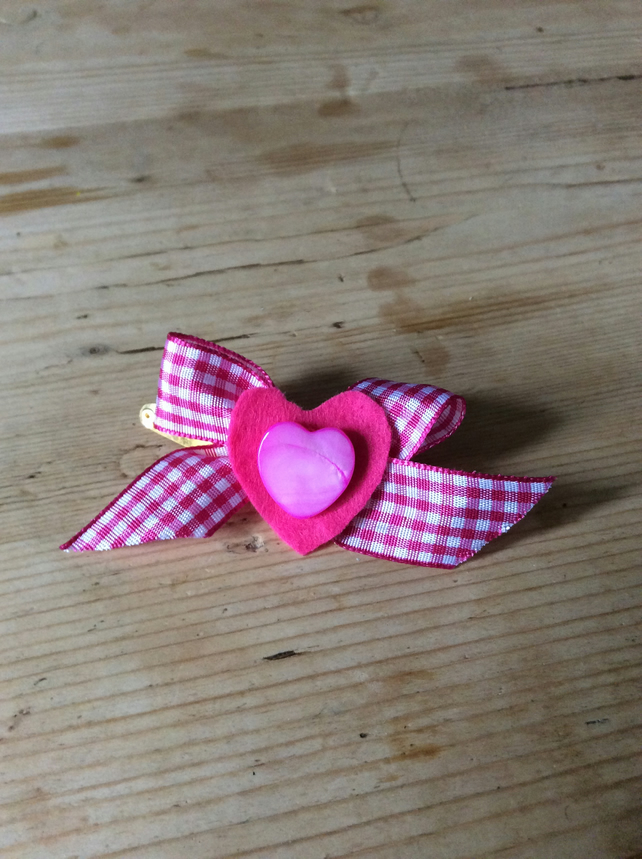 Pink bow clip with heart bead