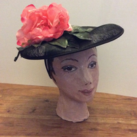 Disc hat with flower and leaves