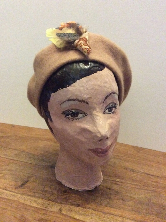 Camel wool felt beret with detachable brooch