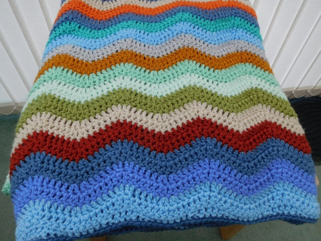Crochet Blanket in Zig-Zag Stripes