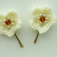 Cream Flower Hair Pins