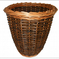 Make this Willow Wastepaper Basket, a craft kit for complete beginners to weave.