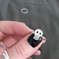 Sterling silver skull stacking ring. FREE UK P&P!