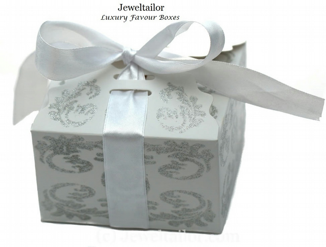 5 Luxurious Small White Glitter Ribbon Bow Wedding Favour Boxes 9cm Jtgp7