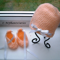 Newborn Peaches & Cream! Crocheted Hat & Ballet Shoes Set for Newborn Babe!