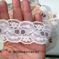 Large Quantity of Vintage Two Tone Floral Lace, approx 2.8 metres!