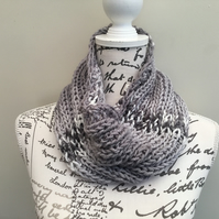 Marbled Grey! A Wide Rib Knitted & Crocheted Neck Cosy!