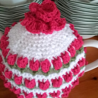 Teapot Cosy in Colours White with a deep pink Flowers