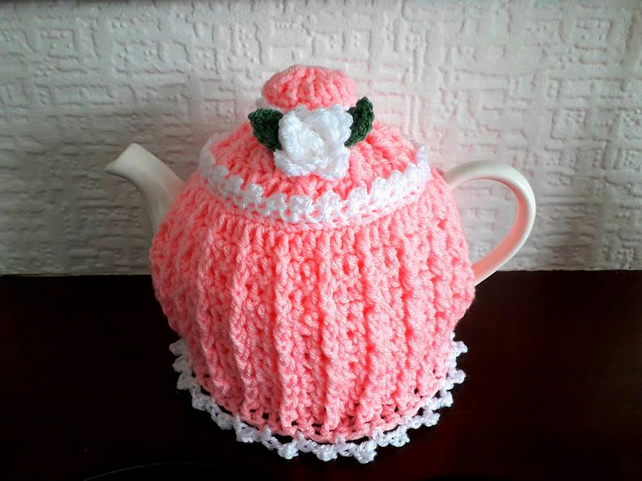 Tea Cosy Medium in the colour Candyfloss pink with a White trim.Crochet.