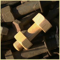 Nut and bolt wooden USB memory stick 8 GB !