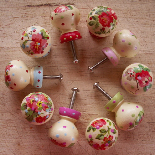 Shabby Dotty Knobs