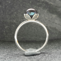 Peacock pearl and silver ring