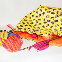 Hexi-bag. Happy bees print in yellow. Knitting bag