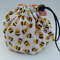 Hexi-bag. Happy bees print. Knitting bag