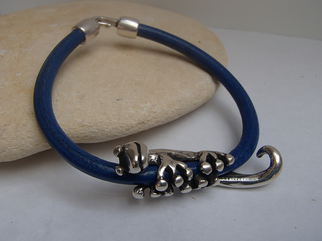 Leather bracelet with silver gecko