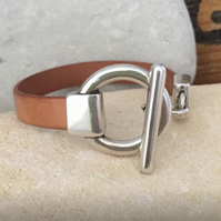 Silver toggle clasp plain leather bracelet