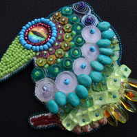 Mojito Beaded bird brooch