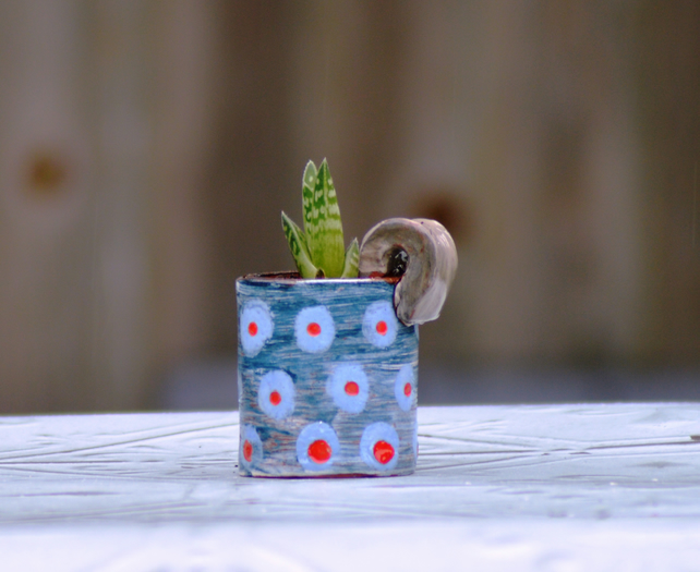 Little handled planter
