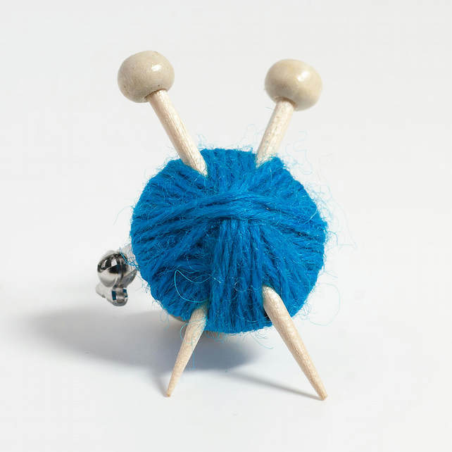 Blue Knitter's Brooch - Yarn and Needles