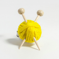Yellow Knitter's Brooch - Yarn Ball and Knitting Needles