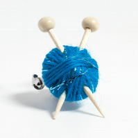 Sparkly Blue Knitter's Brooch - Ball of Yarn and Knitting Needles