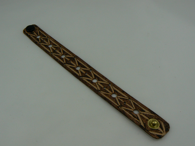 pyrographed leather bracelet (gate)