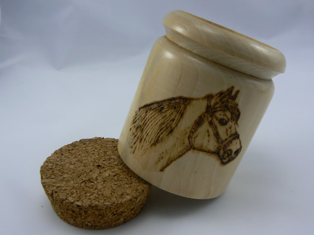 Horse wooden pot with cork lid