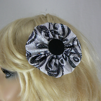 Black and white yo yo hair clip