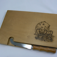 cheesboard with knife (mice)