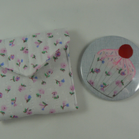 Cupcake handbag mirror with pouch