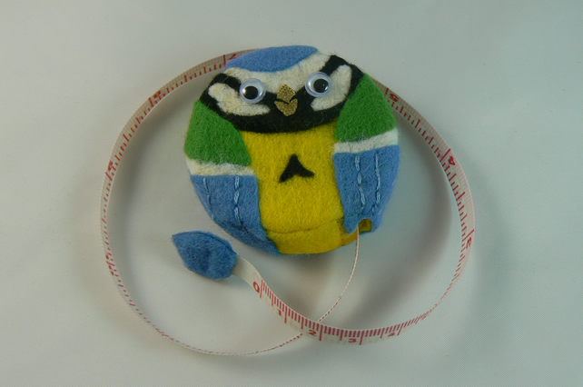 Tape measure (blue tit)