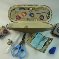 sewing case with accessories (beige)