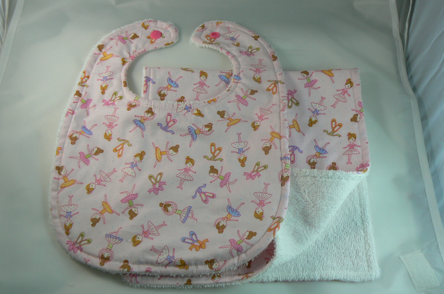 Bib and burp cloth (newborn)