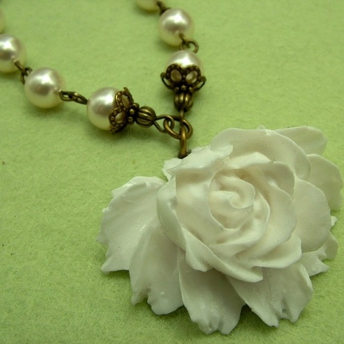 Snow White Rose Necklace