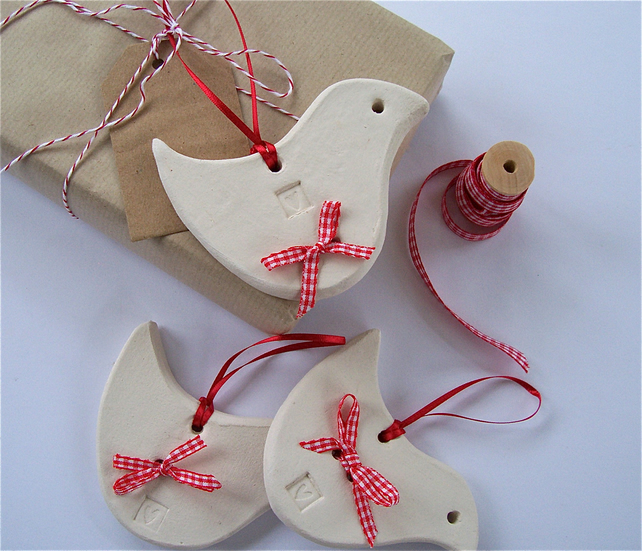 White Ceramic bird gift tags with friend detail