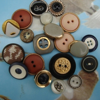 A Set of 20 Vintage Buttons