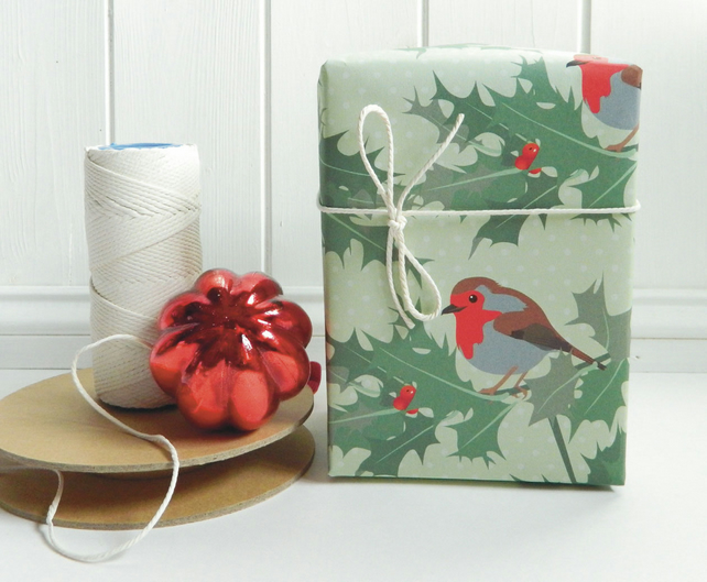Vintage Style Robin Christmas Gift Wrap - Eco Friendly, Compostable Paper