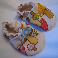Mushroom print newborn crib shoes