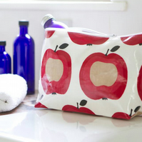 Stand alone oilcloth washbag