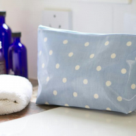 Stand alone oilcloth wash bag