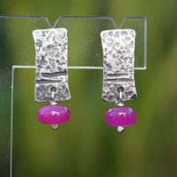 Notched silver and Chalcedony stud earrings