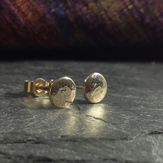 9ct gold round stud earrings.