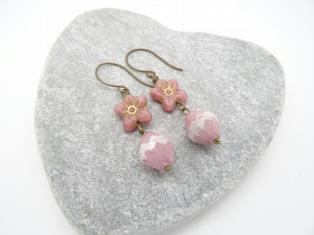 Daisy Earrings, Dusky Pink Earrings, Czech Glass Earrings, Turbine Earrings.