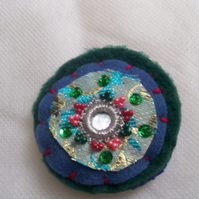 Stitchy stitch brooch 14