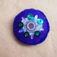 Stitchy stitch brooch 8