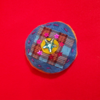 Stitchy stitch brooch 1